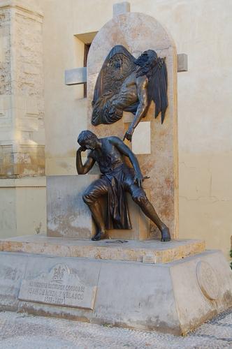 Estatua dedicada a Juan de Mesa.